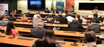 Entidades sindicais e deputados discutem PEC da Reforma